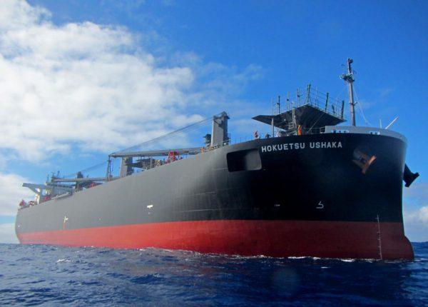 """Спасательная операция на финише плавания """"Кон-Тики2"""". Коммерческое судно балкер """"Хокуэтсу Ушака"""" (Вануату)."""