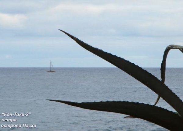 """Плоты экспедиции """"Кон-Тики2"""" ждут подходящего ветра в заливе Ханга-Роа острова Пасха."""