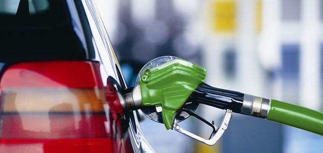 Две трети заправок в России не доливают топливо